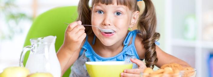 la prima colazione dei bambini è un pasto molto importante