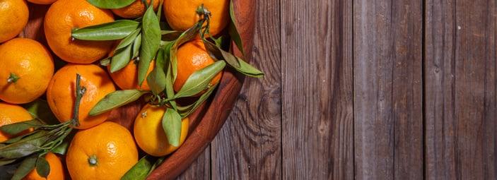 una cesta di arance