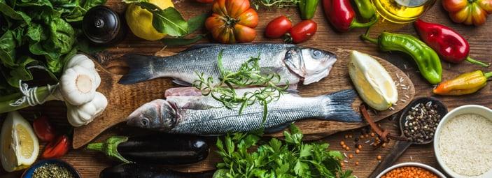 tavola con pesce e verdure
